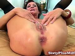 mature-amateur-loves-anal-sex