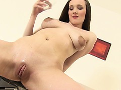 pee-watersports-fetish-babe-rubs-clit