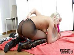 blonde-anita-likes-to-masturbate-through-her-nylons