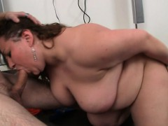 she-loves-sucking-and-riding-his-young-dick