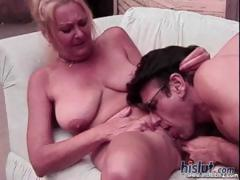 this-mature-lady-loves-to-get-on-top