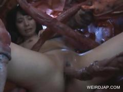 asian-slave-sucking-monstre-s-tentacles