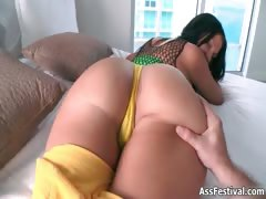 Sexy big ass babe loves showing her part4
