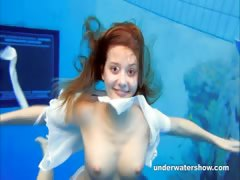 cute-zuzanna-is-swimming-nude-in-the-pool