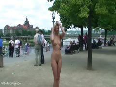 blonde-babe-linda-naked-in-public